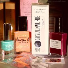 @meeboxuk have an absolutely fab box this month, featuring polishes from @flossgloss, @laurenbbeauty and @nailberry_ Full review with swatches and nail art is over on the blog now, link in bio. Happy Monday all xxx