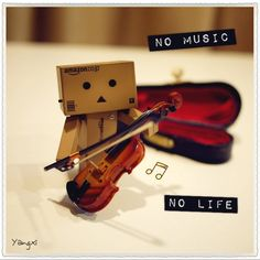 Danbo makes music :) Danbo, Cardboard Robot, Box Robot, Japanese Robot, Amazon Box, Violin Music, Little Boxes, Cute Images, Box Art