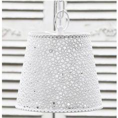 Se her - håndlavet lampe med mønstret, hvid zinkskærm i romantisk vintagestil hos Louis & Ludvig