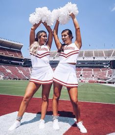 Cheer Team Pictures, Cute Friend Pictures, Best Friend Photos, Cheer Picture Poses, Cheer Poses, High School Cheer, College Cheer, Cheer Outfits, Cheerleading Outfits