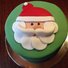 Christmas Santa Face Cake In 2019 Christmas Cake Cool And Creative Retro Decorated Christmas Cakes From The Cute Food For& The post Creative Christmas Cake Decorating Ideas Pictures appeared first on The Cake Boutique. Fondant Christmas Cake, Christmas Cupcakes Decoration, Christmas Cake Designs, Christmas Sweets, Christmas Cooking, Christmas Goodies, Silver Christmas Decorations, Christmas Cakes, Xmas Cakes