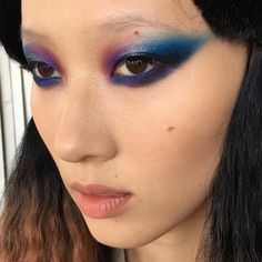 1,495 отметок «Нравится», 31 комментариев — Marika D'Auteuil (@lapetitevengeance) в Instagram: «Behind the scenes !  Makeup by me on @imajaellakim  Using @makeupforeverca blue aqua xl color…»