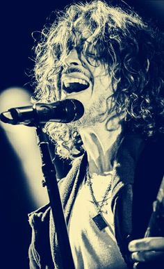 Chris Cornell Singing Eyes closed Black and white Chris Cornell, Keep The Promise, Smiling Man, Music Pics, Rock N Roll Music, My Muse, Jim Morrison, Pearl Jam, Most Beautiful Man