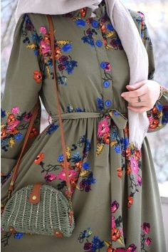 Floral Green Color Crepe Dress Source by Sitedetailleplus Hijab Style Dress, Modest Fashion Hijab, Hijab Outfit, Abaya Fashion, Muslim Fashion, Fashion Dresses, Abaya Mode, Mode Hijab, Abaya Designs