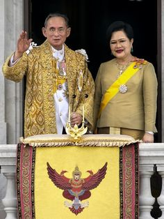 The King and Queen appear before an adoring crowd. In 1996, His Majesty King Bhumibol Adulyadej completed the first 50 years as King of Thailand.