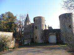 Le châtelet et la tourelle nord-est vus de la basse.cour - Schloss Germolles – Wikipedia – Fozto C. Degrigny