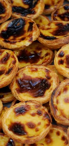 Pastel de Bel m or custard pastry Nata Portuguese Custard Tarts, Portuguese Desserts, Portuguese Recipes, Italian Recipes, Wine Recipes, Cooking Recipes, Egg Tart, Love Food, Sweet Recipes