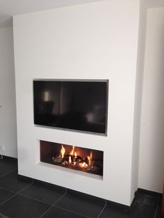 Best Photo Fireplace Remodel tv above Strategies – Rebel Without Applause Painted Fireplace Mantels, Fireplace Tv Wall, Linear Fireplace, Fireplace Remodel, Modern Fireplace, Fireplace Design, Living Room Tv, Living Room With Fireplace, Electric Fireplace