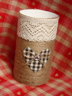 Nifty Crafts, Tin Can Crafts, Diy And Crafts, Arts And Crafts, Diy Storage Boxes, Pot A Crayon, Shabby Chic Flowers, Recycle Cans, Creation Deco