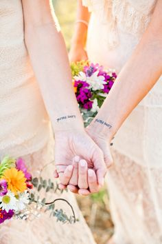 #Lovehard http://brownsparrowwedding.com/oregon-hilltop-elopement-izzy-regina/?utm_content=buffer7cfc6&utm_medium=social&utm_source=pinterest.com&utm_campaign=buffer #KelWardPhotography #lgbtwedding #lgbtelopement
