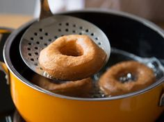 Donuts selber machen: So backst du deine Lieblingskringel