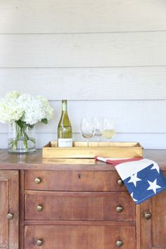 Simple statements: http://www.stylemepretty.com/living/2015/06/23/easy-patio-decor-for-the-fourth-of-july/ | Photography: Julie Blanner - http://julieblanner.com/