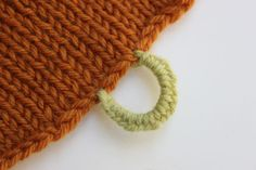 How-To Make a Yarn Button Loop Using the Button Hole Stitch. Video tutorial. Nice!