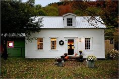a very sweet cottage via http://contentinacottage.blogspot.com/2011/08/very-sweet-cottage-all-decked-out-for.html