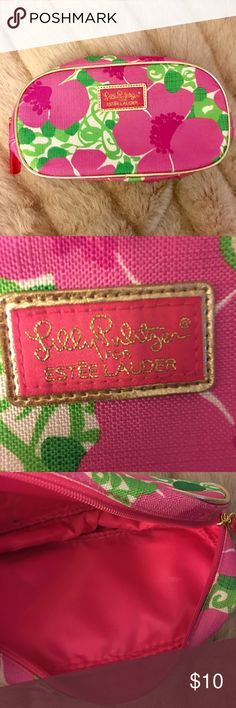 🌺LILLY PULITZER Estée Lauder Cosmetic Bag🌺 Beautiful floral cosmetic bag.  Gold piping edging 9c44dc5ecaab3