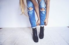Shoe Trends for Women Big Fashion, Fashion Looks, Fashion Outfits, Fashion Tips, Fashion Trends, Latest Fashion, Skinny Jeans Style, Black Ripped Jeans, Denim Jeans