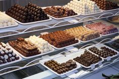 Suklaata Chocolates, Waffles, Breakfast, Food, Morning Coffee, Schokolade, Chocolate, Meals, Waffle