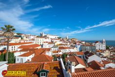 Lisbona - Una veduta panoramica dell'Alfama.