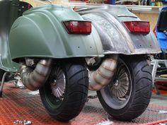 Vespa 50N Quattrini 200ccm Double Feature 2 Vespa 50N - 2 Kunden - 1 Konzept: Auf Basis des Quattrini C 200 Motorgehäuses mit passender Quattrini Kurbelwelle und 200ccm Zylinderkit enstanden diese beiden Vespas zeitgleich in unserer...