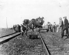 Collection Prescott-Russell en numérique: Le déraillement d'un train du New York Central près d'Embrun en 1927.