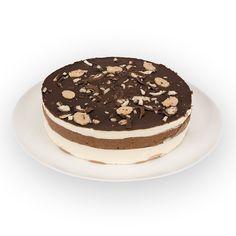 COPACABANA - Camadas de creme de baunilha, intercaladas com creme de chocolate e biscoitos, coberta com calda de chocolate e bombons.