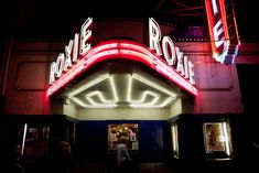 Neon dreams: 16 old movie theater marquees around the Bay Area - Curbed SF Cinema Theatre, Movie Theater, Vintage Neon Signs, Vintage Decor, Cinema Architecture, San Francisco Attractions, Retro Signage, New England Fall, Old Signs