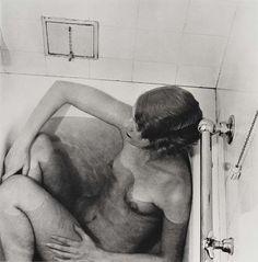 Lee Miller (une habituée de ces lieux) deux fois photographiée par Man Ray