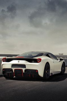 Nothing cooler than a super car which is modded. A Ferrari 458 Italia. Not a #minicab