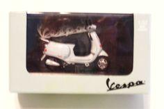 New Ray Vespa Scooter ET4 125 - 1996 Gray Piaggio 1:32 Scale NIB #NewRayToysCompany #Vespa