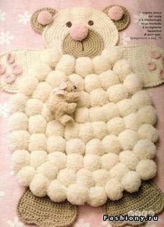 Детский коврик-мишка из помпонов