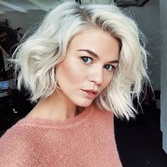 32 hairstyles that prove the freshness of the blonde haircut If you can not stay away from blunt hair like us, you'll love this article. We guess that no one knows how the blunt haircut of lo. Onbre Hair, Her Hair, Blonde Bob Hairstyles, Pretty Hairstyles, Hairstyles 2018, Bob Haircuts, Short Blonde Haircuts, Short Blonde Bobs, Hipster Hairstyles