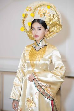 Ao Dai Vietnam, Chinese Style, Traditional Dresses, Harajuku, Aurora Sleeping Beauty, Glamour, Disney Princess, How To Wear, Wedding