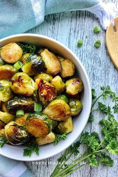 The best honey baked brussels sprouts recipe, perfectly baked in the oven without the help of bacon and cheese. A incredible plant-based side dish you will love with all your heart!