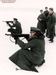 Soldiers testing the MP40