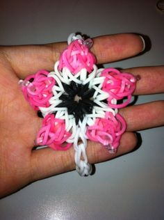 Flower Rainbow Loom Bracelet @Beth J J Neely carter could make this an Xmas ornament for the Xmas party!!