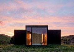MAPA construit deux maisons préfabriquées dans le paysage de montagne…