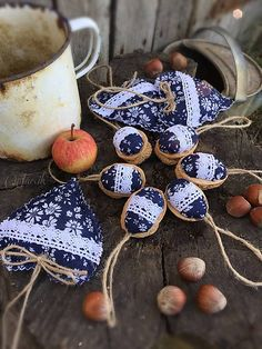 jarcik / Vianočná sada {Folk modrotlač} Xmas, Christmas, Shibori, Easter Eggs, Indigo, Projects To Try, Hearts, Blue And White, Sewing
