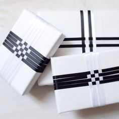 Black and white gift wrapping idea :: ribbon weaving from Katrinshine Present Wrapping, Creative Gift Wrapping, Creative Gifts, Wrapping Ideas, Craft Gifts, Diy Gifts, Carton Diy, Gift Wraping, Christmas Gift Wrapping