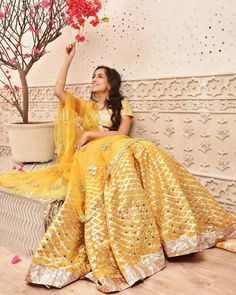 Want to flaunt your traditional looks? Check out these trending but traditional Gota Patti Lehenga Designs for Weddings. Indian Wedding Outfits, Indian Outfits, Indian Clothes, Bridal Outfits, Bridal Dresses, Gota Patti Lehenga, Gota Patti Suits, Lehenga Skirt, Lehenga Choli
