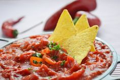 The original Mexican salsa sauce – recipe is a must for wraps, tortillas and Co. The original Mexican salsa sauce – recipe is a must for wraps, tortillas and Co. Mexican Salsa Sauce Recipe, Homemade Mexican Salsa, Best Salsa Recipe, Mexican Salsa Recipes, Mexican Chicken Recipes, Authentic Mexican Recipes, Authentic Salsa Recipe, Nacho Dip, Goulash