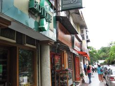 8 Delhi Markets for Fabulous Shopping: Khan Market