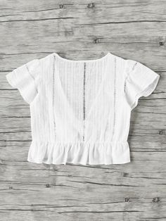 Shop Plunging V-neckline Knot Frill Hem Dip Hem Top online. SheIn offers Plunging V-neckline Knot Frill Hem Dip Hem Top & more to fit your fashionable needs. Spring Summer Fashion, Spring Outfits, Style Casual, My Style, Fashion Outfits, Womens Fashion, Fashion Hacks, Dress To Impress, What To Wear