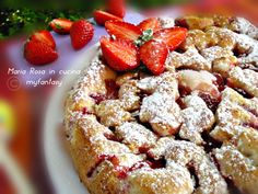 torta soffice alle fragole French Toast, Dessert, Breakfast, Food, Morning Coffee, Deserts, Essen, Postres, Meals