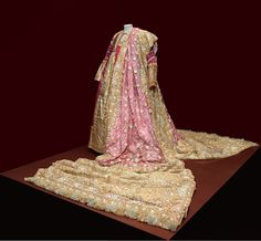 An exquisite pink Hyderabadi bridal khada dupatta shown as part of the 'Maharaja: The Splendour of India's Royal Courts' exhibition