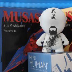 """""""Nunca, nem por um momento sequer, meu coração e minha alma desviaram-se do caminho da espada"""" #Musashi #MiyamotoMusashi #Bushido #Japao #Toy #Art #ToyArt #DIY #FacaVoceMesma #FacaVoceMesmo #LivroDeColorir #Decor #HomeDecor #MiniYuman #UniversoYuman #DIYTOD"""