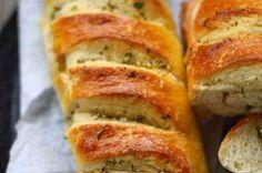 Křupavé česnekové bagety | NejRecept.cz Cooking Bread, Bread Baking, Bread Recipes, Cooking Recipes, Healthy And Unhealthy Food, Pan Integral, Good Food, Yummy Food, Czech Recipes