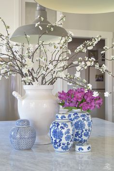 8 Chic Ways to Incorporate Spring into your Home Kitchen Island Ideas Chic Home Incorporate Spring Ways Shabby Chic Kitchen, Shabby Chic Homes, Kitchen Island Decor, Kitchen Reno, Kitchen Ideas, Seasonal Decor, Holiday Decor, White Vases, Interior Exterior