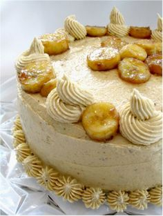 All Time Healthy Recipes : Impress Birthday Guests with This Vegan Bananas Foster Cake Recipe Sweet Recipes, Cake Recipes, Dessert Recipes, Healthy Recipes, Vegan Treats, Vegan Foods, Banana Foster Cake Recipe, Gateaux Vegan, Let Them Eat Cake