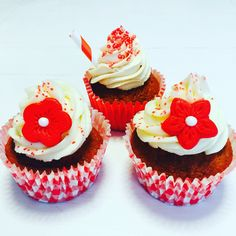 Cupcakes, red, flowers & straw