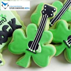 Lucky Sweet Axes - These ShamRock Cookies Will Hit All the Right Notes this St. St Patrick's Day Cookies, Cute Cookies, Sugar Cookies, Irish Cookies, Roll Cookies, Holiday Cookies, St Paddys Day, St Patricks Day, Diy St Patrick's Day Treats